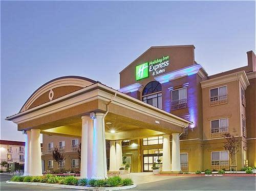 Hotel_exterior_view_nightitme.jpg