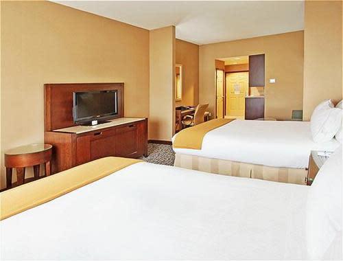 Two_Queen_Bed__Suite_2.jpg