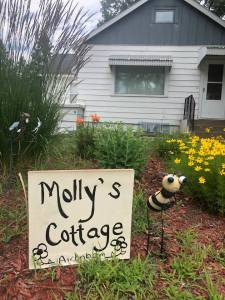 Molly's Cottage on Main