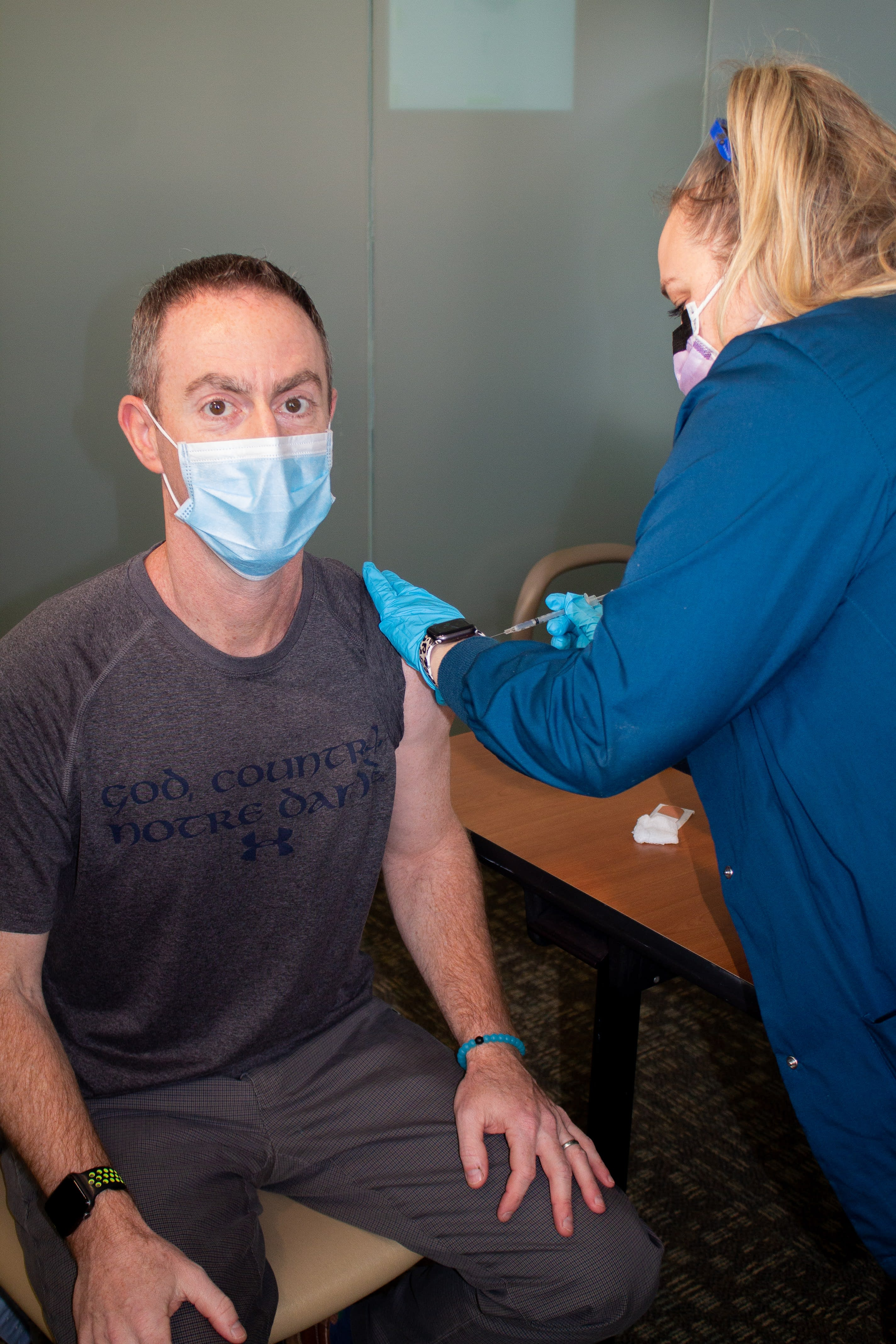 Dr. Bankoff gets the COVID-19 vaccine.