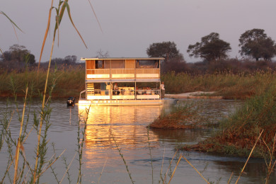 House Boat Safari