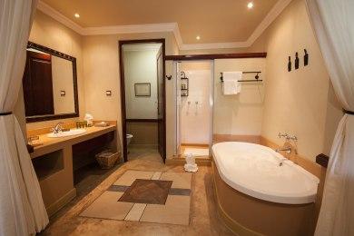 Open plan bathrooms in Safari rooms