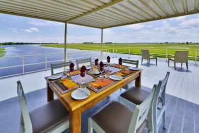 Upper deck outside dining