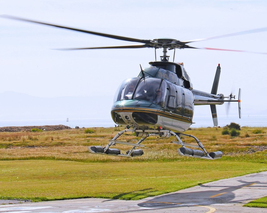 helicopter-1218975_1920.jpg