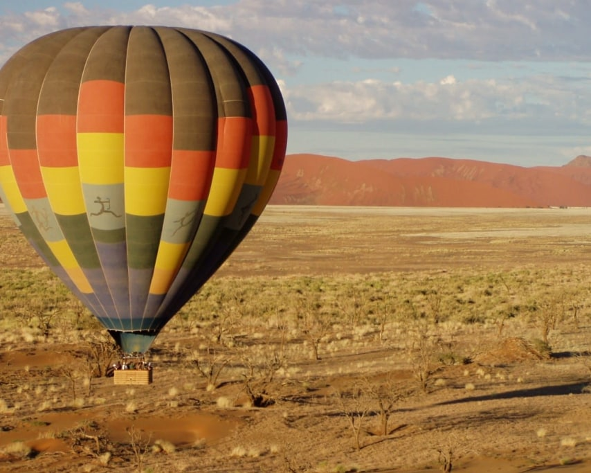 hot-air-balloon-49472.jpg