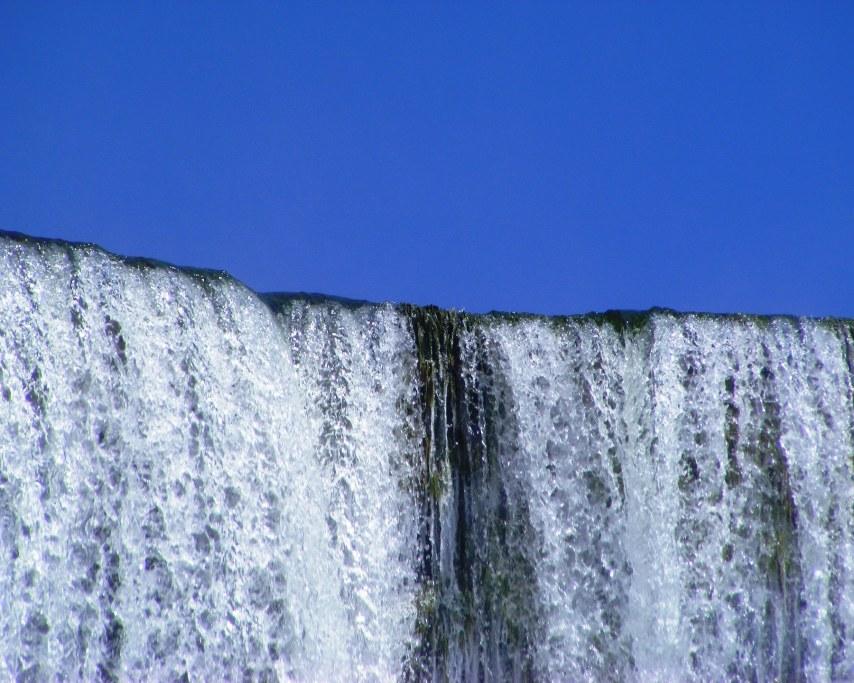 waterfall-702507_1920.jpg