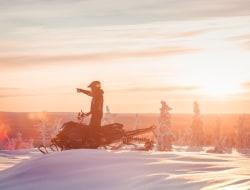 Mit dem Schneemobil zum Polarlicht