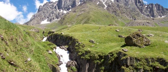 dschuta-blick-auf-tschauchebi-berg.jpg