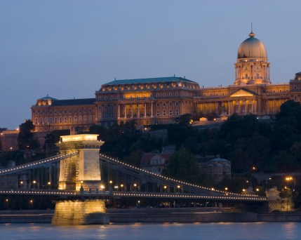Budapest@nicolasjoseschirado_AdobeStock_4139292.jpg