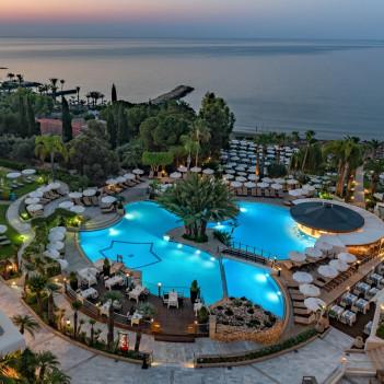 Hotel Mediterranean Beach in Limassol