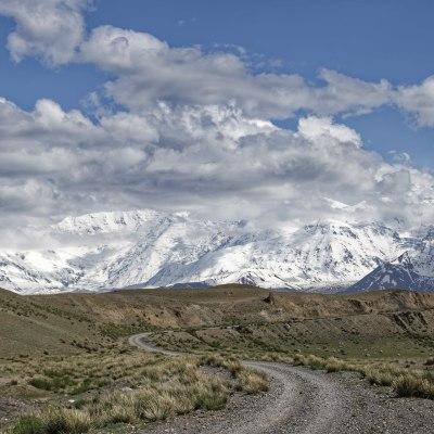 Hochgebirgstour in Zentralasien. Über den Tosor Pass, malerische Schluchten und idyllische Seen