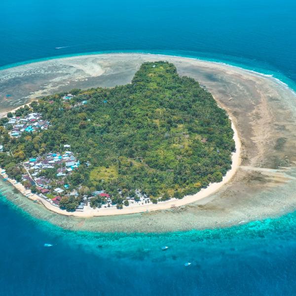 Onong Resort Siladen Island