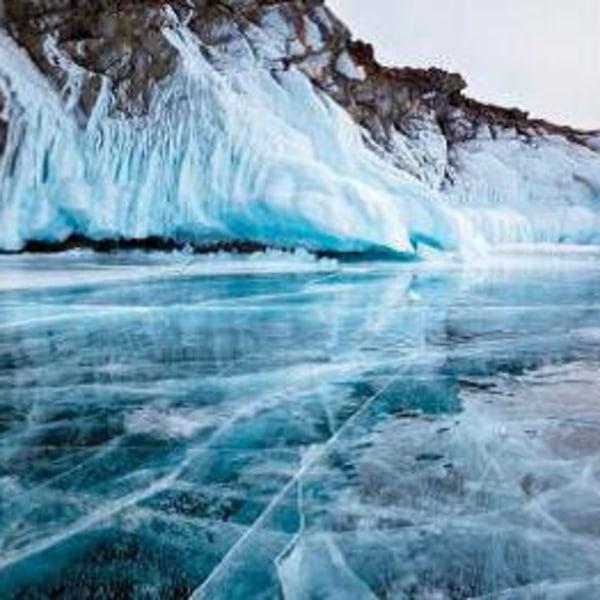 Väterchen Frost. Auf dem Motorschlitten über den Baikalsee. Sibirien und den Baikalsee entdecken. Das Wintererlebnis