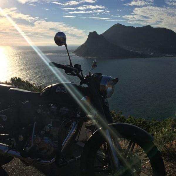 Mit der Royal Enfield Kapstadt, die Küste und Tiere entdecken. Eine geführte Motorrradreise entlang der Südafrikanischen Küste