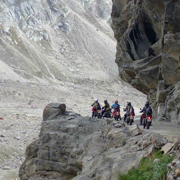 Ladakh Himalaya Adventure Tour. Entdecken Sie mit der Royal Enfield das Mondland am Zipfel Indiens