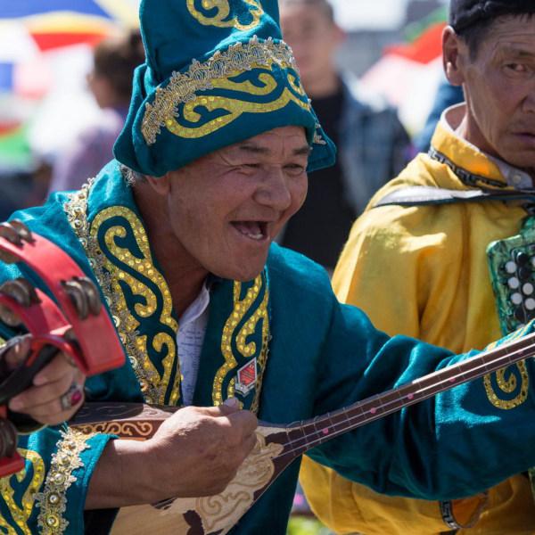 My Dachzelt is my castle. Seidenstrasse. Dachzeltreisen durch die Mongolei. Eine neue Reiseidee
