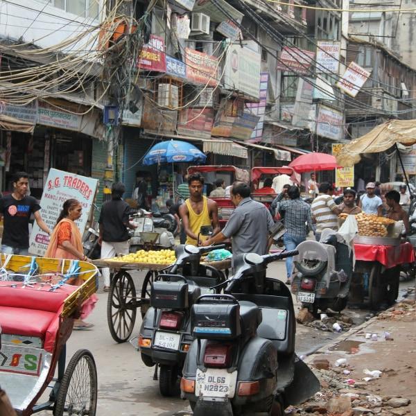 Maharadschas und bunte Märkte. Rajastan und Indienes Westküste mit dem Zug