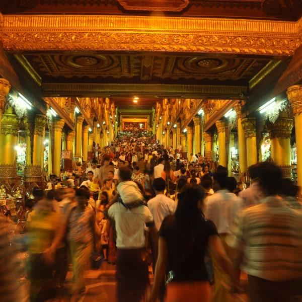 Meeresfrüchte und Elektronikschrott.  Rangun bei Nacht: Burmesische Markttour