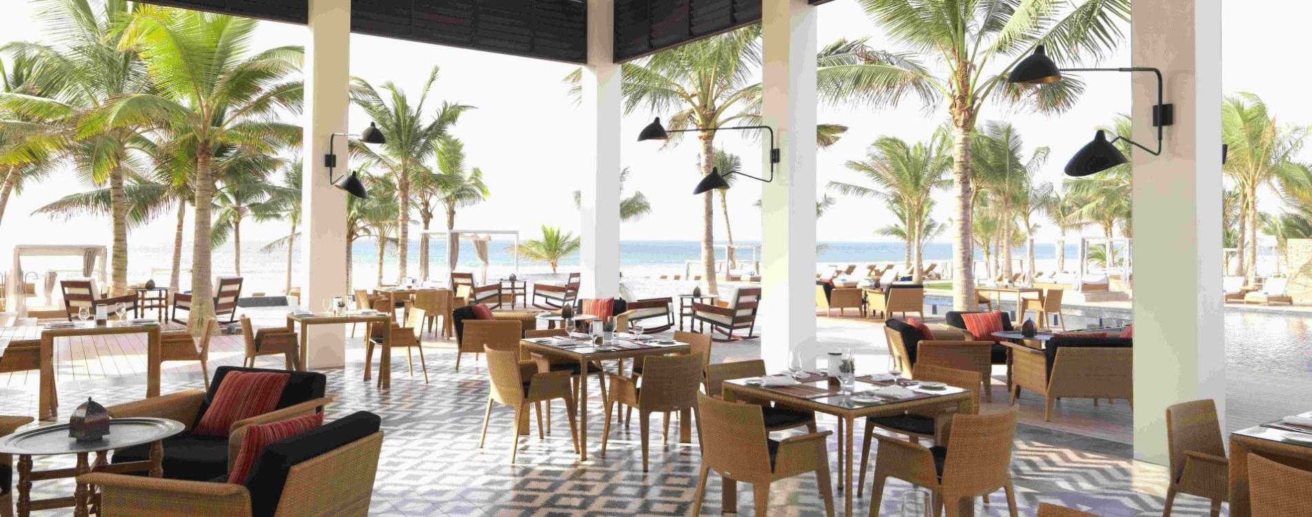 Al-Baleed-Resort-Salalah-By-Anantara-Al- Mina-Terrasse-Vormittag-Oman.jpg
