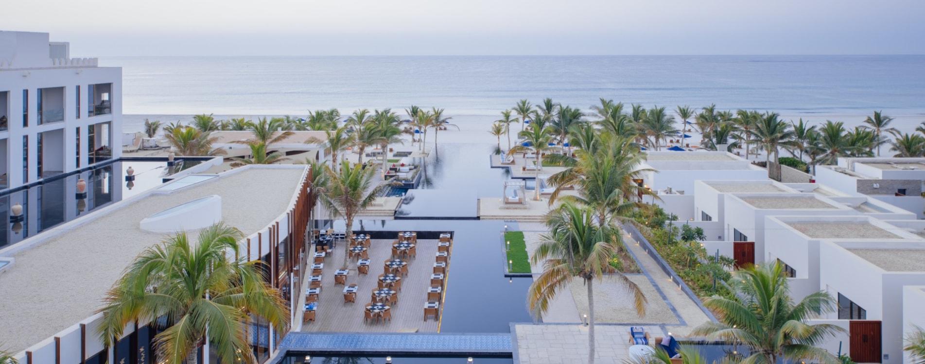 Al-Baleed-Resort-Salalah-By-Anantara-Pool-Anlage-Luftbildaufnahme-Oman.jpg
