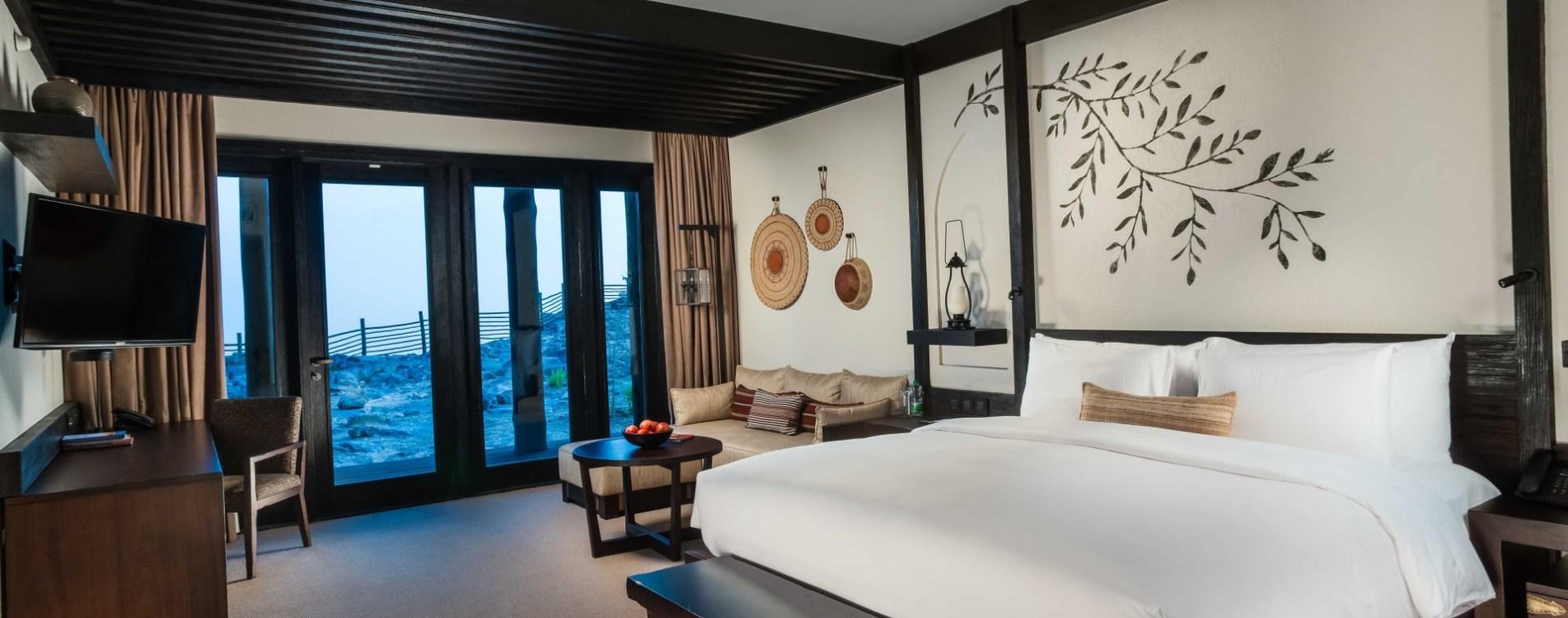 Alila-Jabal-Akhdar-Horizon-View-Suite-Schlafzimmer-Oman.jpg
