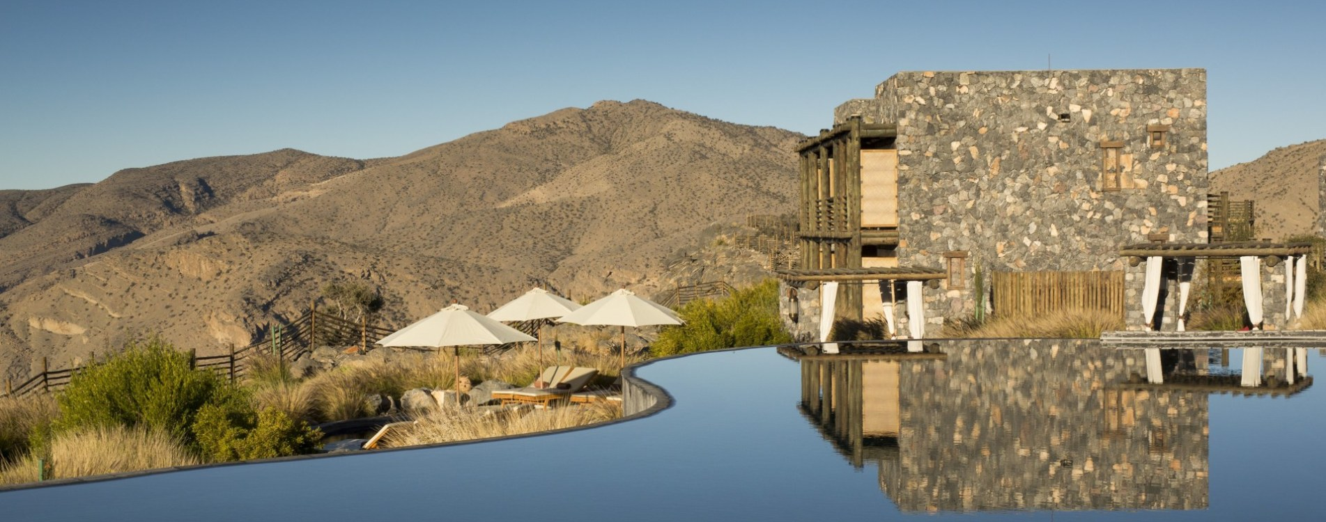 Alila-Jabal-Akhdar-Infinity-Pool-Gebäude-Exterior-Oman.JPG