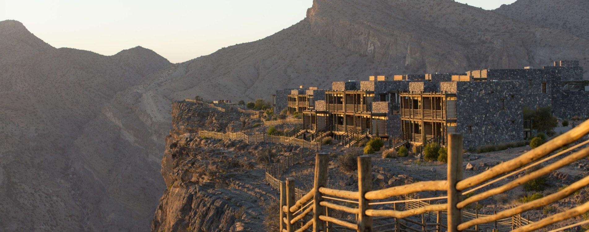 Alila-Jabal-Akhdar-Klippen-Berge-Hotel-Exterior-Oman.JPG