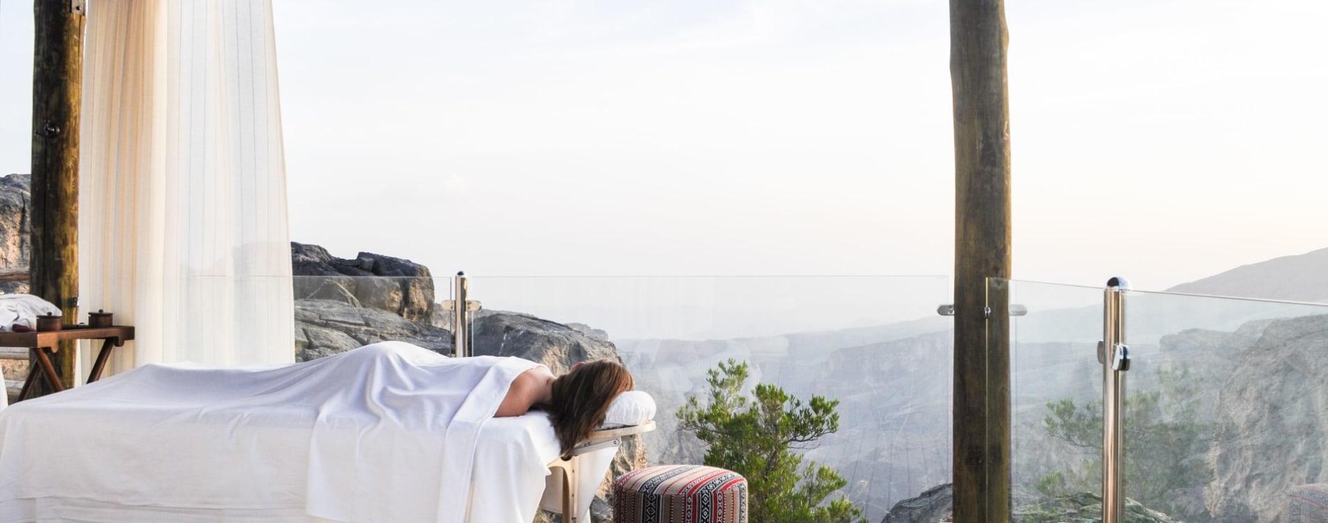 Alila-Jabal-Akhdar-Spa-Behandlung-Klippen-Oman.jpg