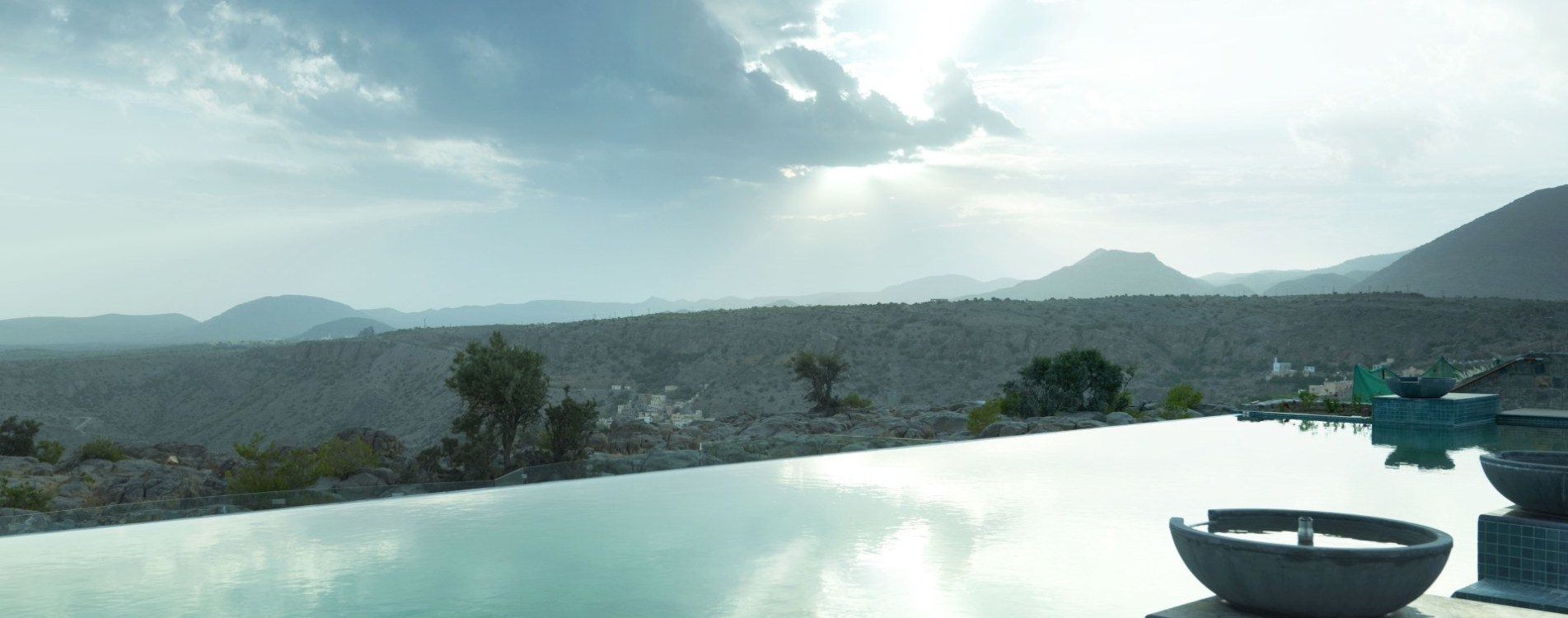 Anantara-Al-Jabal-Al-Akhdar-Resort-Infinity-Pool-Ausblick-Oman.jpg