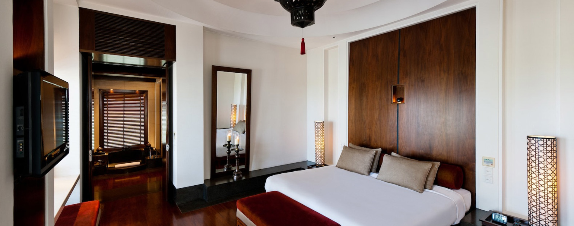Chedi-Muscat-Club-Suite-Bedroom.jpg