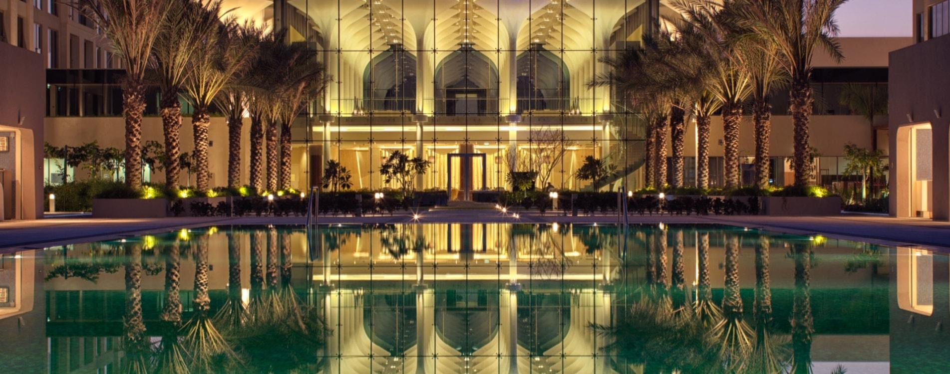 Kempinski-Hotel-Muscat-Exterior-Dämmerung-Oman