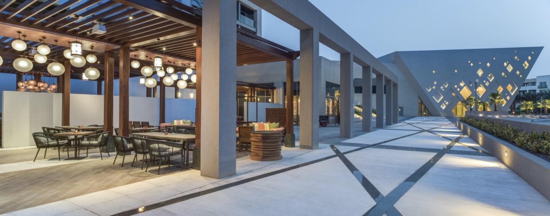 Kempinski-Hotel-Muscat-Boulevard-Tea-House-Terrasse-Oman.jpg