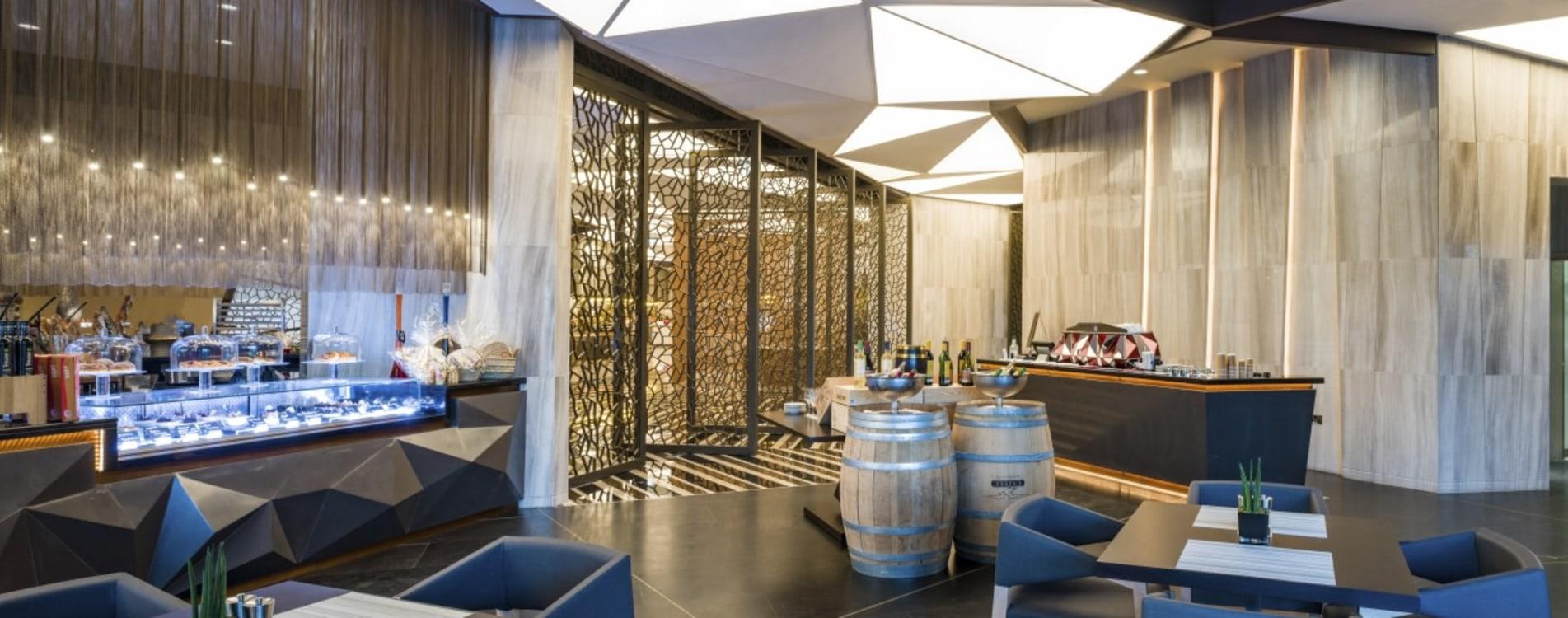 Kempinski-Hotel-Muscat-Cafe-One-Eingang-Oman.jpg