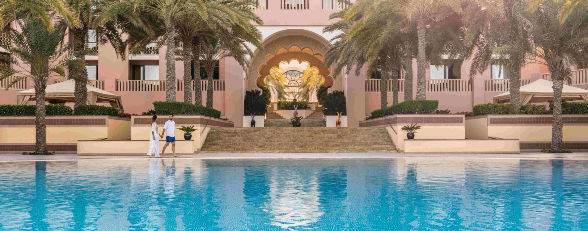 Shangri-La-Al-Husn-Resort-and-Spa-Hotelpool-Fassade-Oman.jpg