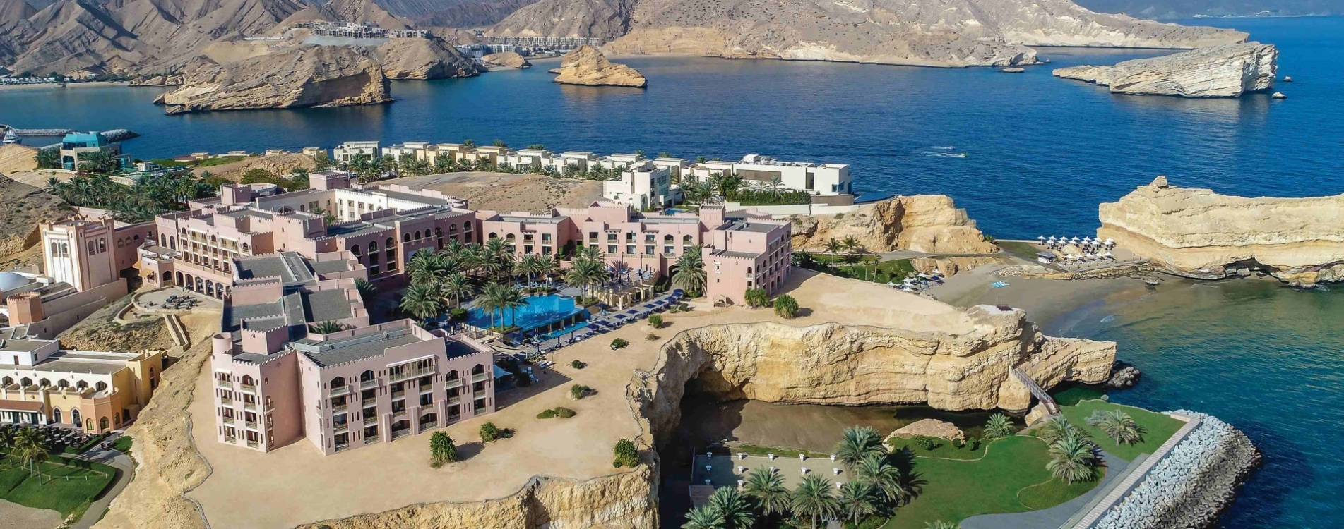 Shangri-La-Al-Husn-Resort-and-Spa-Panorama-Hotelanalage-Luftbildaufnahme-Oman.jpg