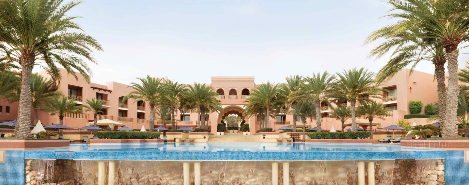 Shangri-La-Al-Husn-Resort-and-Spa-Pool-Exterior-Fassade-Oman.jpg