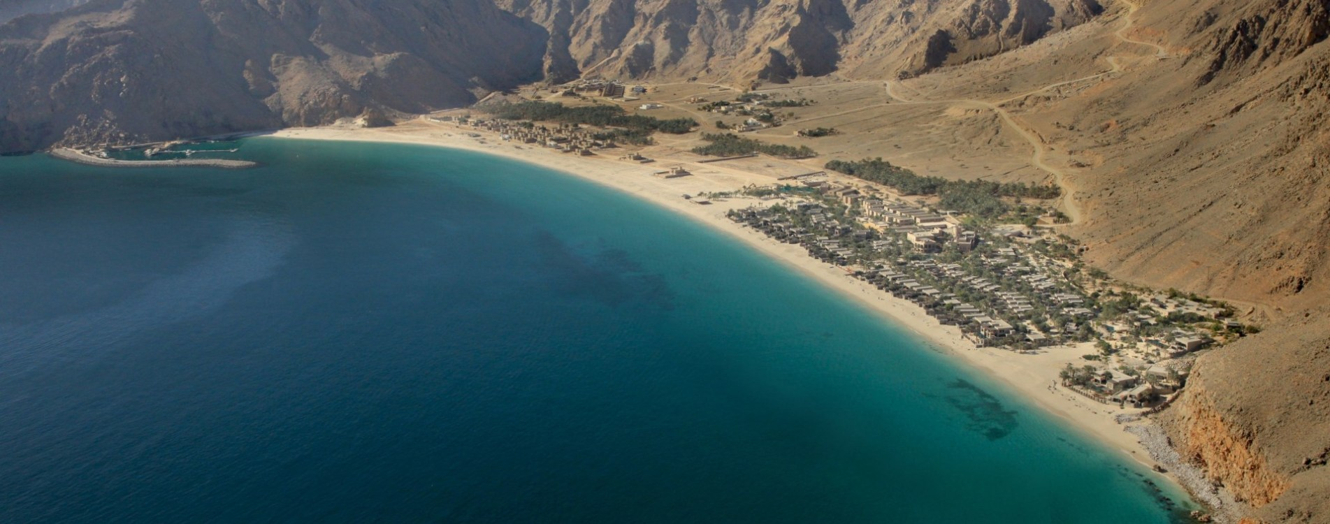 Six-Senses-Zighy-Bay-Arieal-View-Luftbild-Panorama-Küste-Oman.jpg