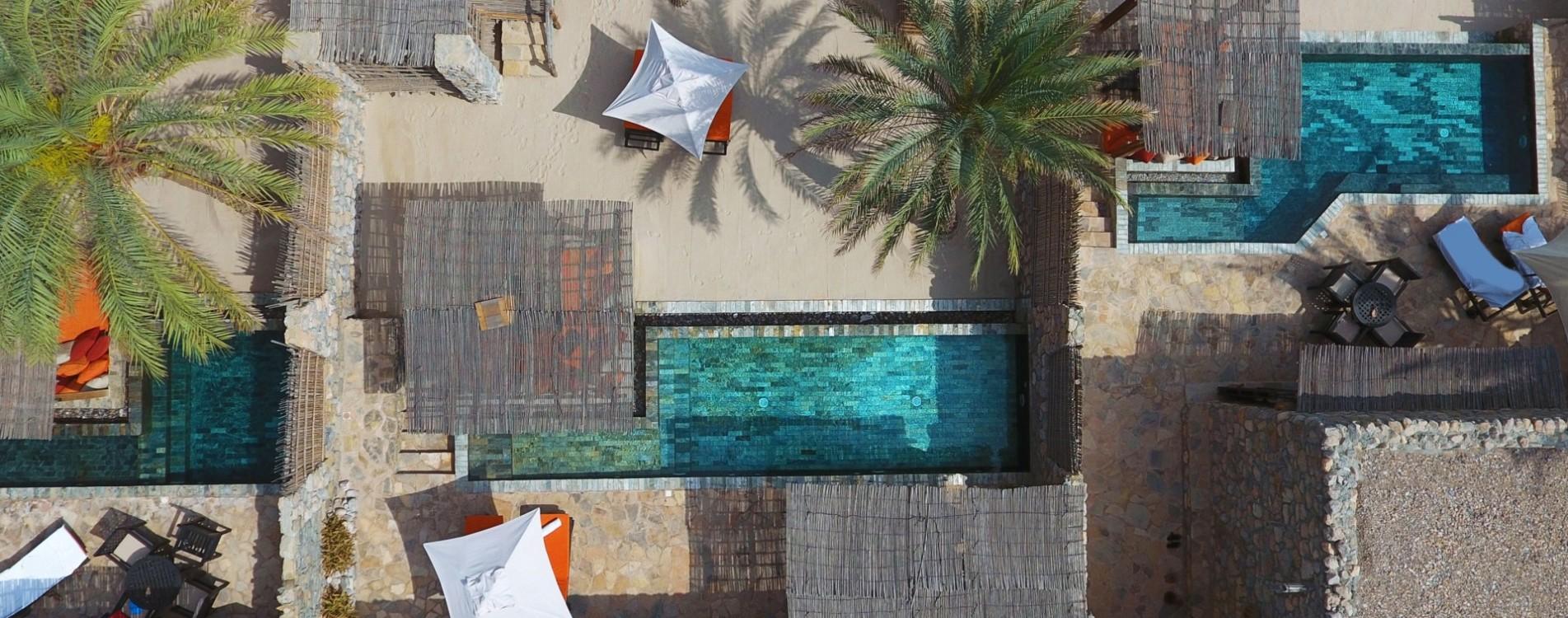 Six-Senses-Zighy-Bay-Pool-Villa-Suite-Beach-Front-Luftbildaufnahme-Oman.jpg