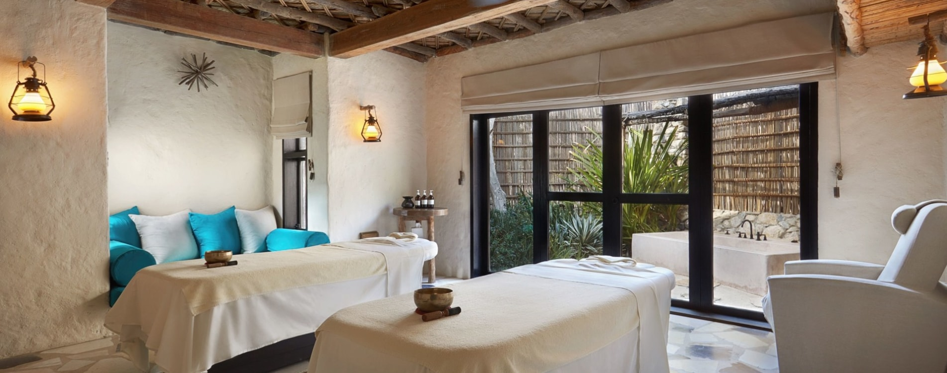 Six-Senses-Zighy-Bay-Spa-Behandlungszimmer-Massage-Oman.jpg