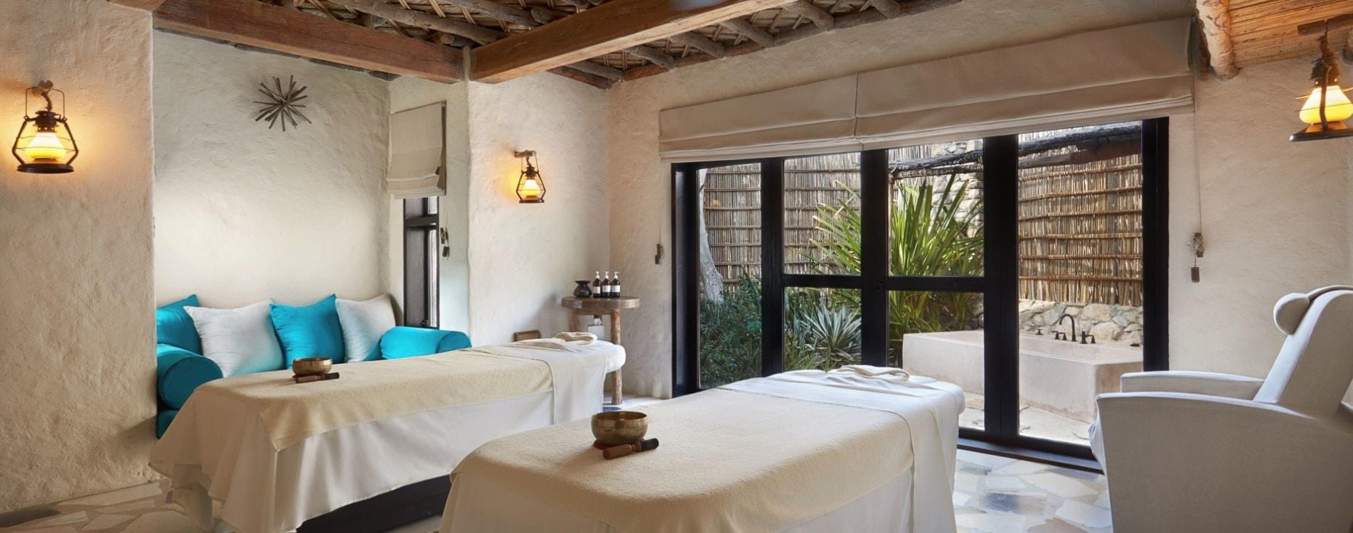 Six-Senses-Zighy-Bay-Spa-Behandlungszimmer-Massage-Oman.jpg