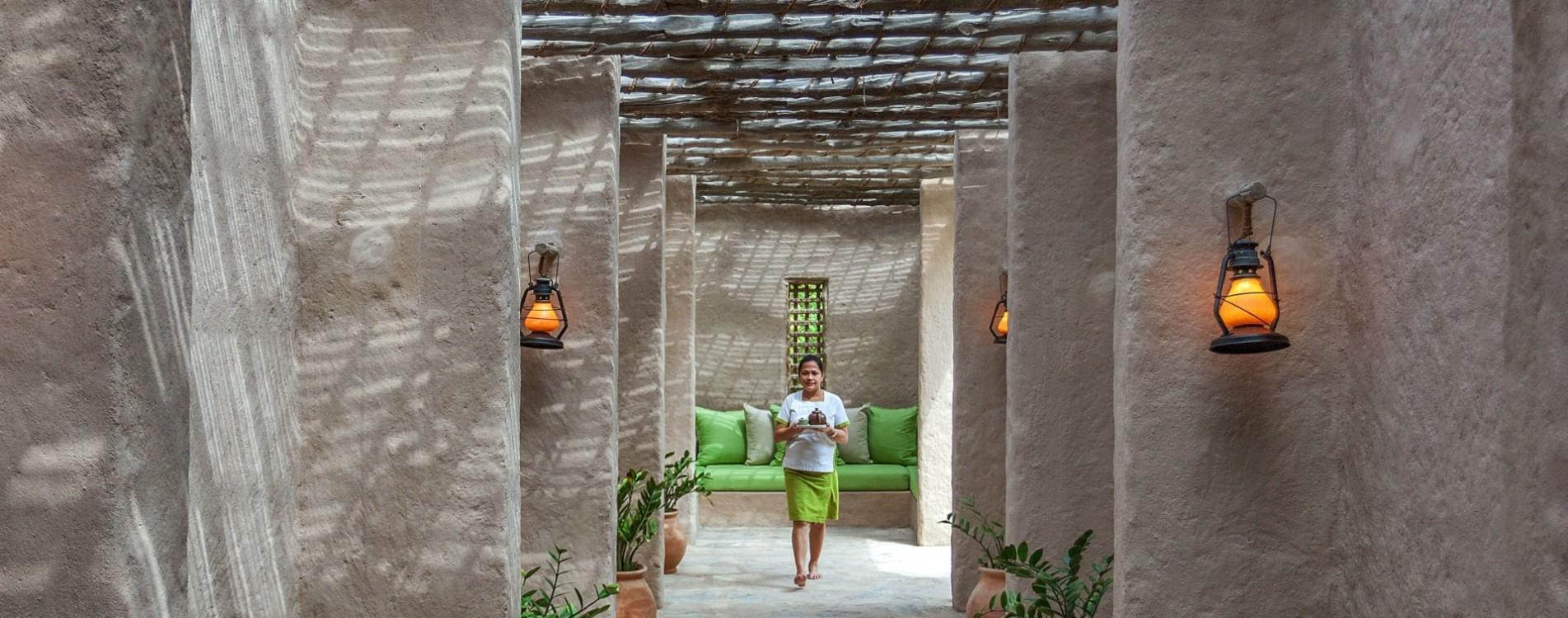 Six-Senses-Zighy-Bay-Spa-Eingang-Flur-Oman.jpg