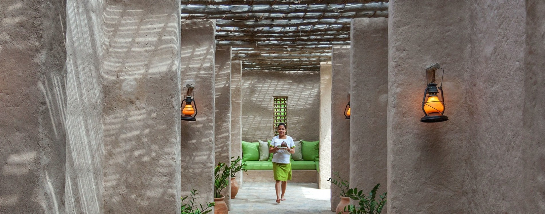 Six-Senses-Zighy-Bay-Spa-Eingang-Flur-Oman.jpg