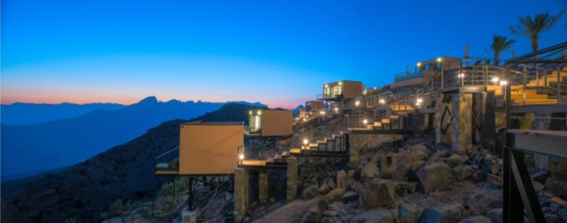 The-View-Oman-Exterior-Aussicht-Nacht.jpg