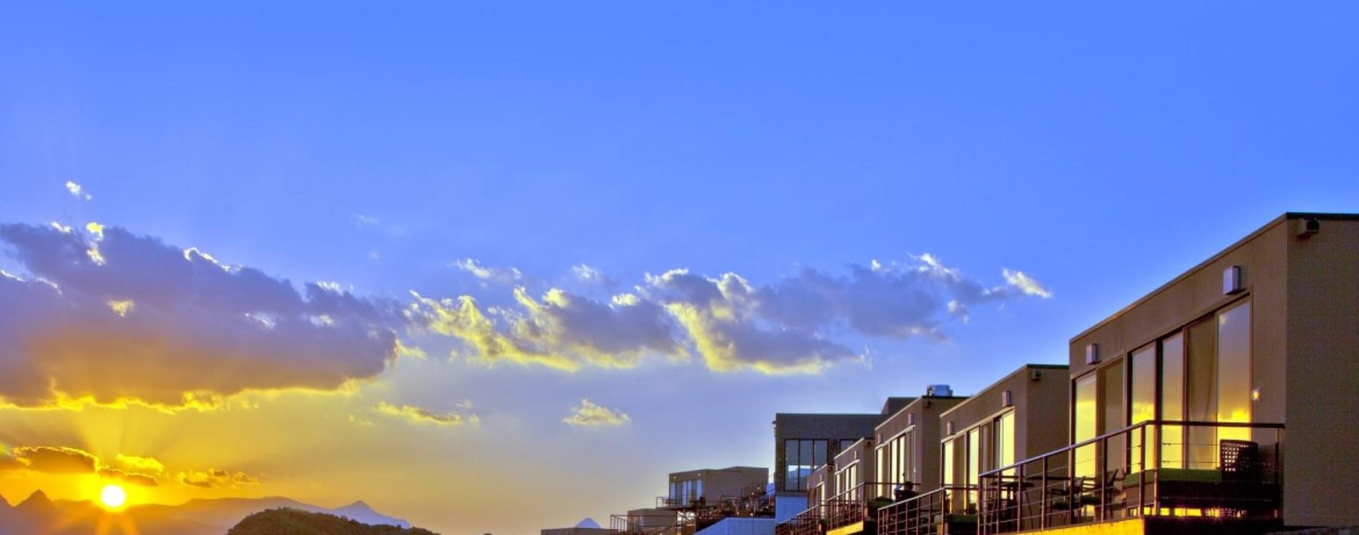 The-View-Oman-Exterior-Hotelkomplex.jpg