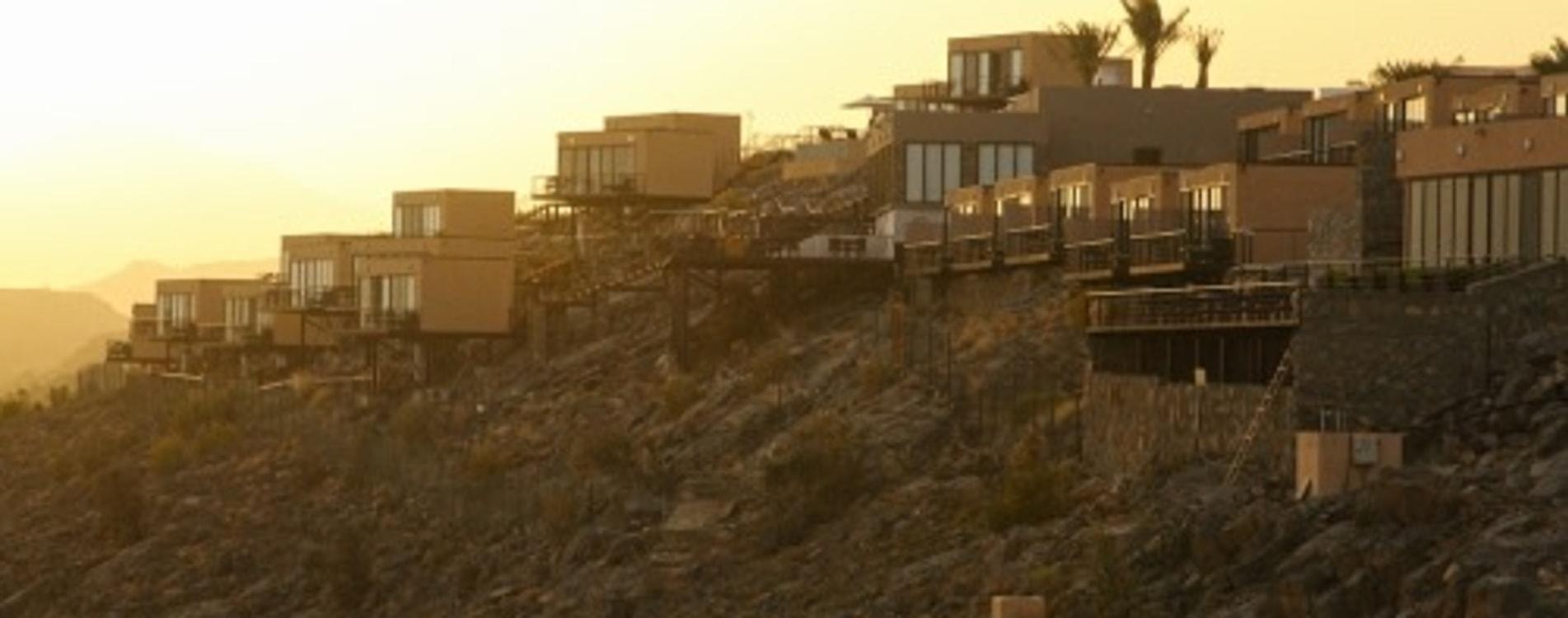The-View-Oman-Exterior-Sonnenaufgang-Dämmerung.jpg