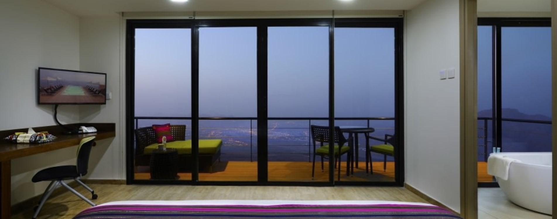 The-View-Oman-Hotel-Balkon-Terrasse.jpg