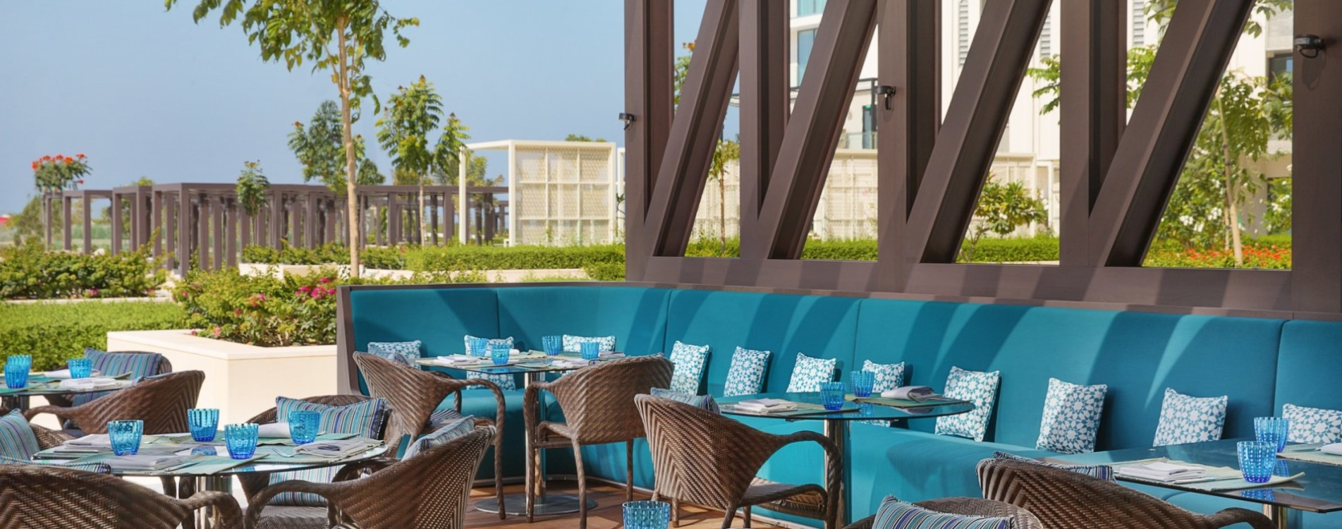 W-Muscat-Oman-Harvest-Outdoor-Restaurant-Terrasse.jpg