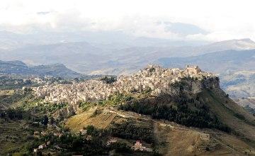 Blick von Enna auf Calascibetta_Italiafoto_4525.JPG