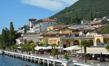 Gardone_Promenade_123RF_120615064_s.jpg