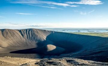 Hverfjall Vulkankrater nahe See Myvatn in Island_123RF_84915370_s.jpg